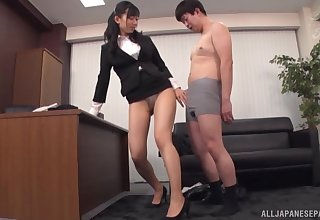 X secretary Kurokawa Sumire enjoys pussy licing in her assignment
